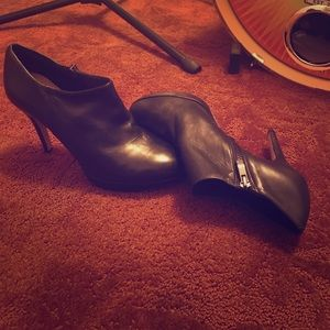 Extra hot Vince camuto heels